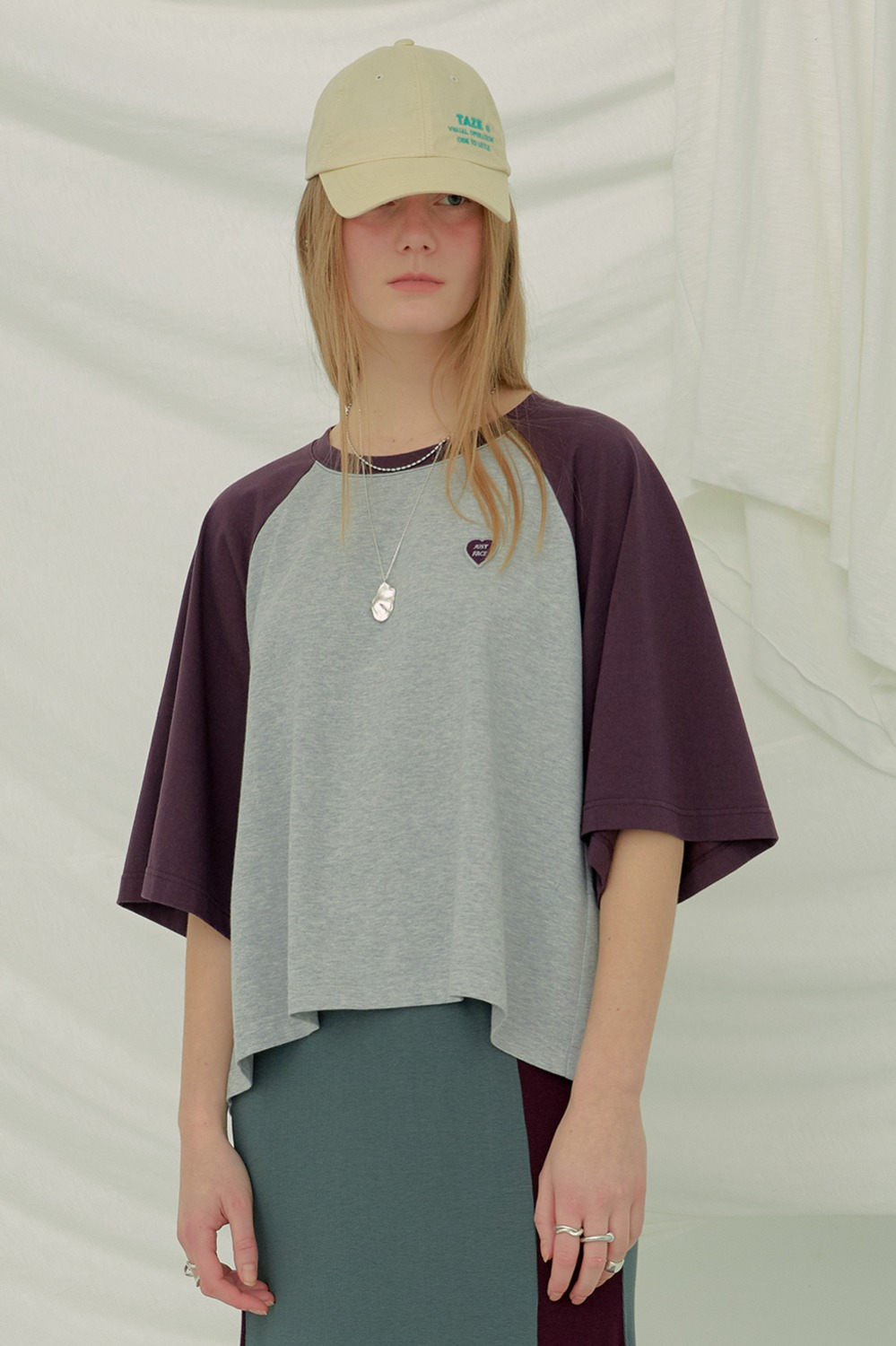 Haley Raglan Tee_Gray/Burgundy